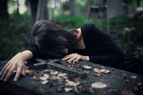 دیگه خیلی دیره من تو دنیای شما نیستم