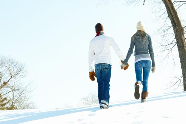 عشق یعنی در میان برف ها